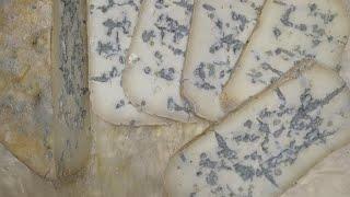 Дегустация сыра с голубой плесенью Какой он внутри Какой у него вкус О вкусах сыров с плесенями