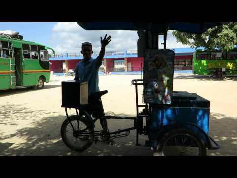 Marchand de glaces à Roxas (Palawan, Philippines)