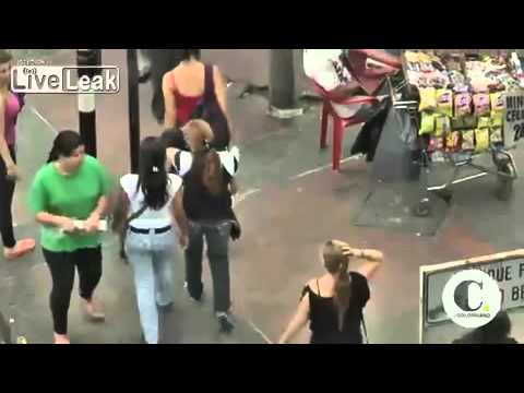 Female Pick-Pocket Thieves Clean-Out Victims In Colombian Streets