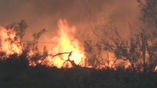 Thousands flee Texas wildfire