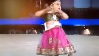 بنت صغيرة ترقص هندي تجنن
