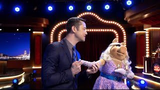 "Joseph Gordon-Levitt and Miss Piggy Sing ""Fly Me To The Moon"" - The  Muppets"
