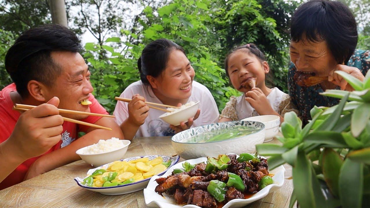 胖妹婆媳关系真的好,婆婆推车在后跑,胖妹中午做炒鸡来犒劳【陈说美食】