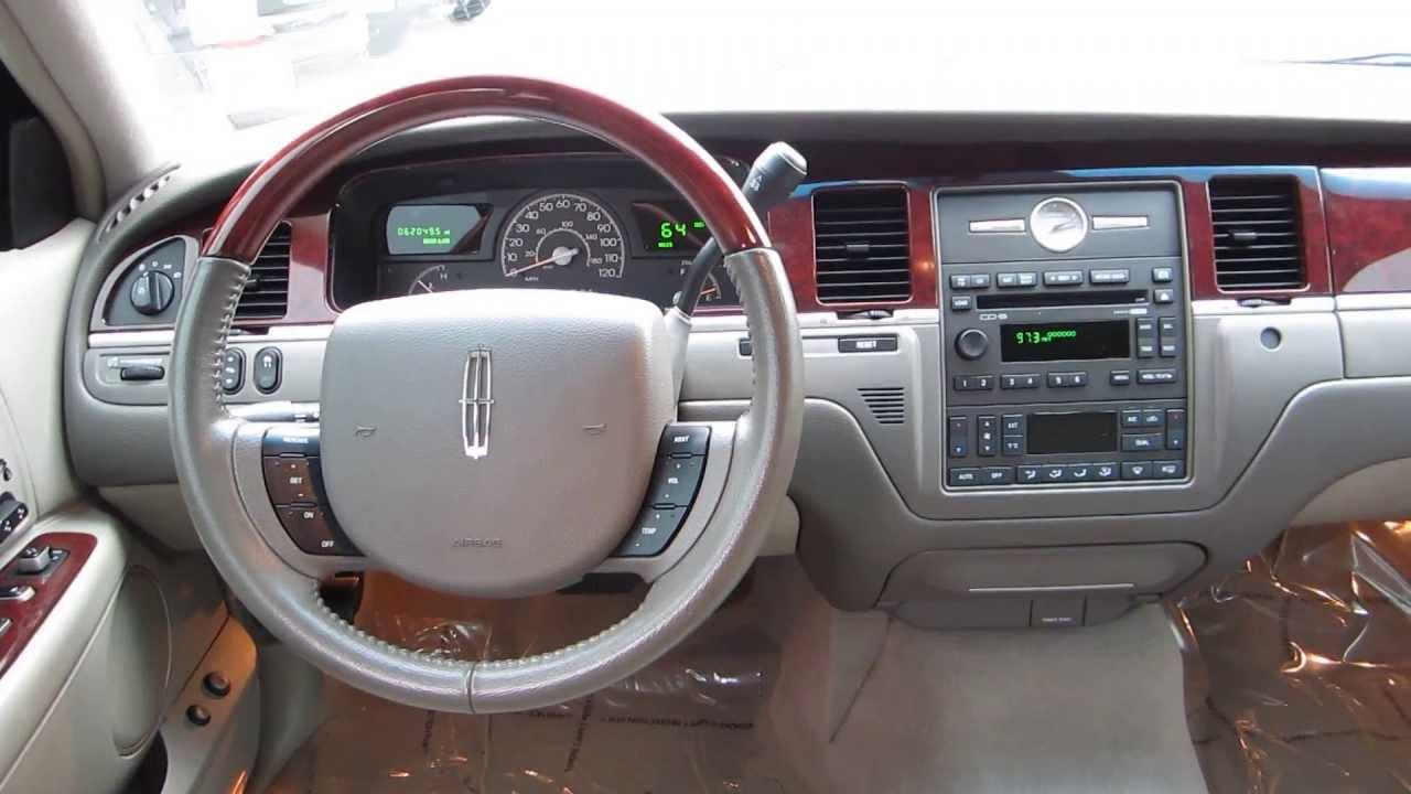 2005 Lincoln Town Car Ceramic White Stock C1400482 Interior