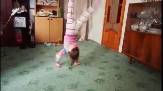 Уроки акробатики)) Слабонервным не смотреть)))