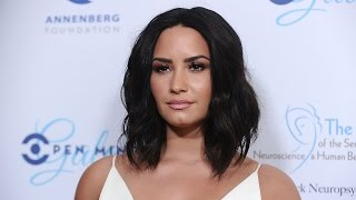 Demi Lovato Reveals Why She NEVER Had Girl Friends