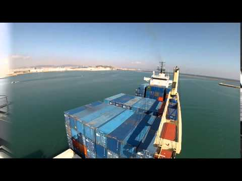DIY; berth a container vessel from starboard to Barcelona