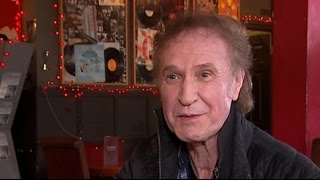 Kinks star Ray Davies returns home on the eve of his knighthood