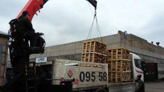 Доставка дубовых дров в ящиках краном - манипулятором(, 2016-04-15T09:44:41.000Z)
