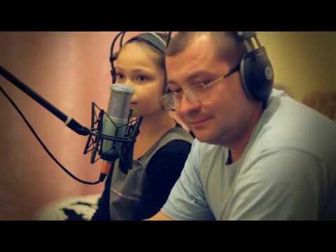 Папа с дочкой поют песню (Шикарно поют)