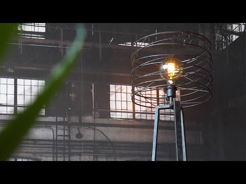 Stehlampe Curl 1-flammig Industrial Design charcoal