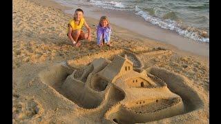 Витязево. Замок из песка на пляже. 09.2009(Витязево. Замок из песка был построен нами на пляже . Он вызывал восторг у окружающих. Утром от него осталис..., 2014-09-21T05:00:57.000Z)