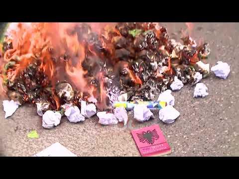 Serish Ne Proteste, Studentet Dalin Para Ministrise Se Arsimit | ABC News Albania