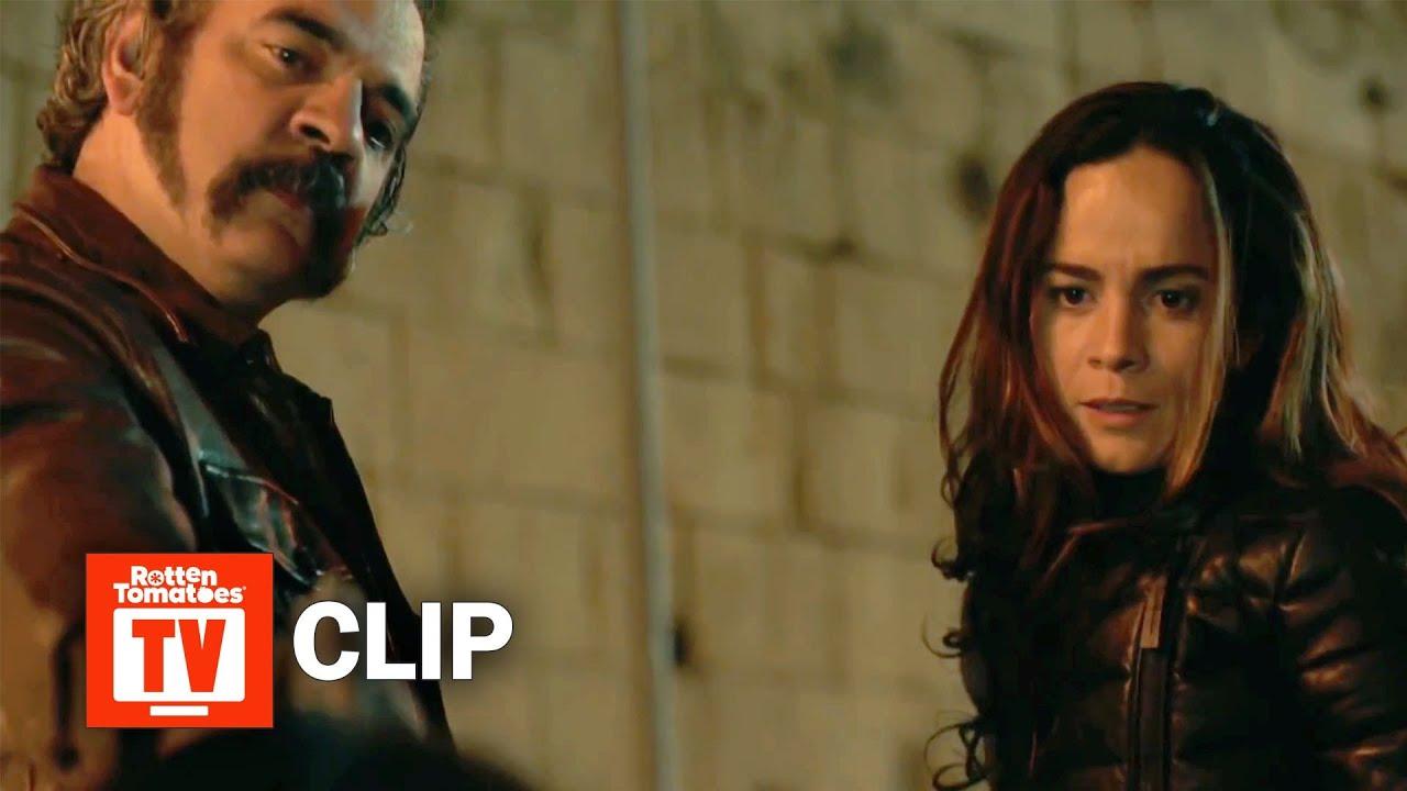Download Queen of the South S03E01 Clip | 'Teresa And Pote Escape a Police Ambush' | Rotten Tomatoes TV