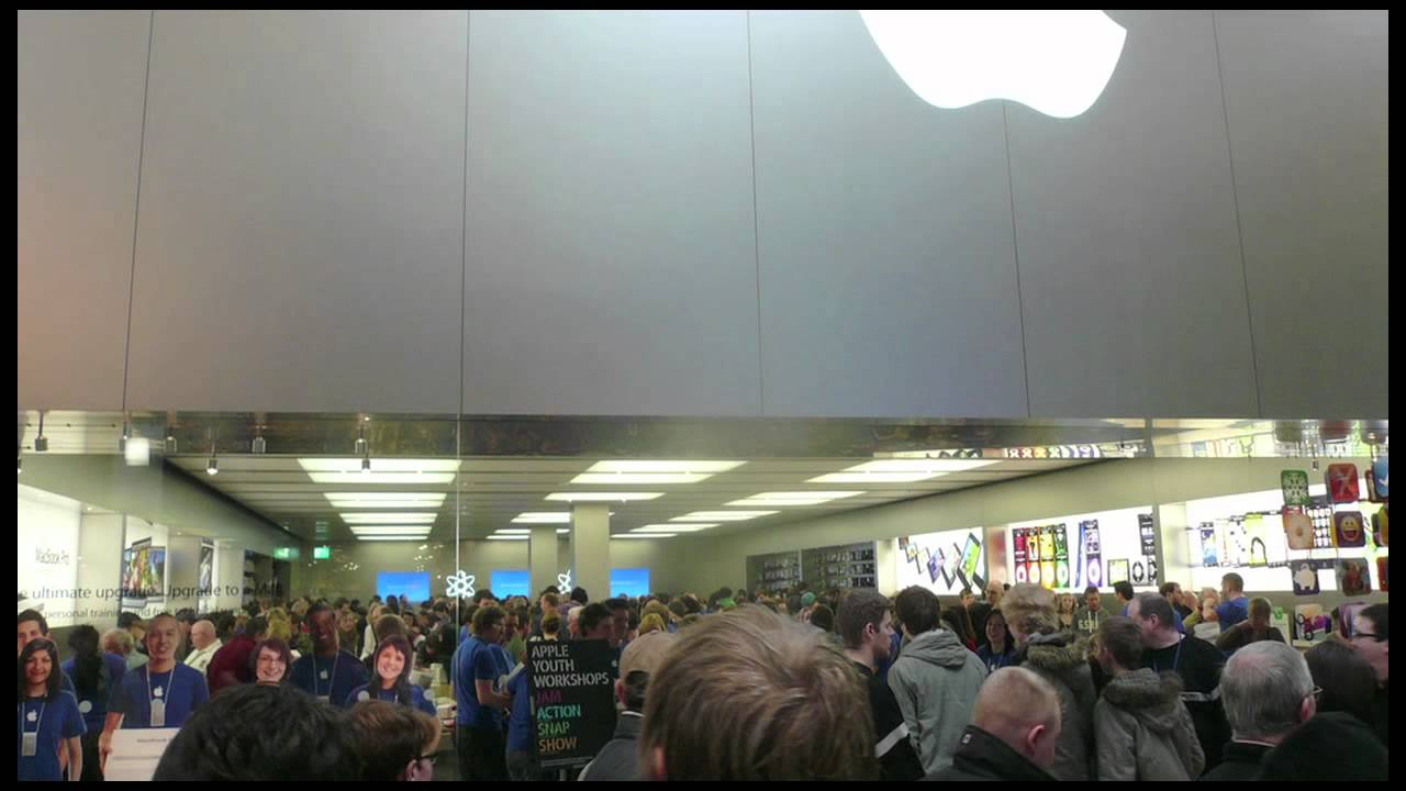 Apple Store Grand Opening - Eldon Square Newcastle Upon Tyne UK - Feb 2010