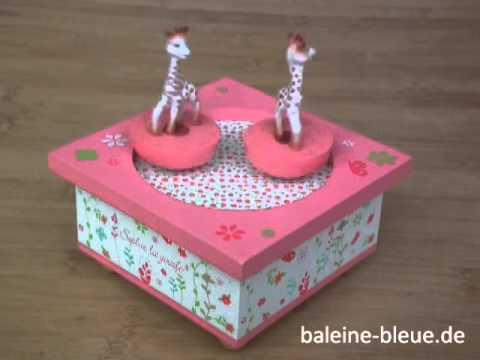 trousselier: Holz Spieluhr Sophie la Girafe in himbeer-weiß