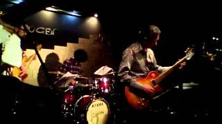 JazzとRockの間を漂う、Seem So Drive!!!のライブ@銀座MUGEN この曲だけ...