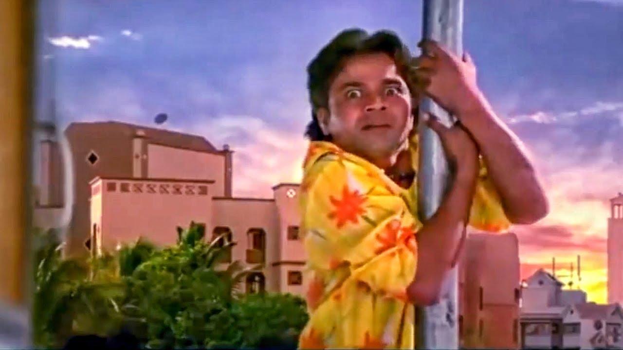 Download सलमान खान की खूबसूरत बहन को देखने के लिए बिजली के खंभे पर चढ़ा राजपाल यादव
