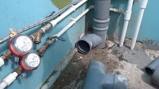 видео Замена труб в ванной комнате: установка, как провести монтаж самостоятельно?