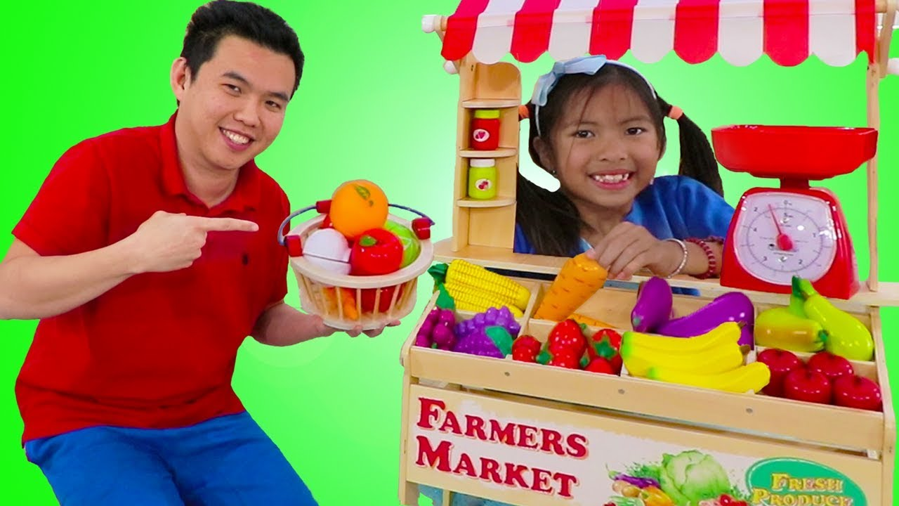 Wendy Pretend Play With Farmers Market Food Stand Toy