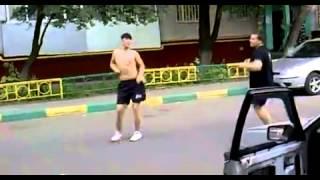 Всё внимание на полуголого парня ))))))))))