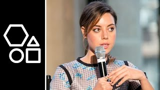 Aubrey Plaza on Chris Pratt's Abs | BUILD Series