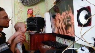 Реакция 3 месячного ребёнка на рок музыку