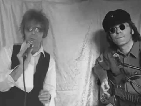 DAVID BOWIE AND JOHN LENNON Singing Fame Live...