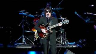Johnny Curtiss as Roy Orbison with Rockin on Heavens Door