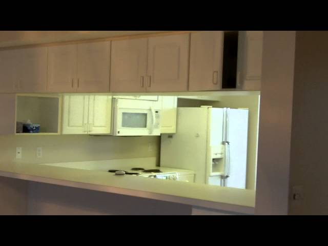 2 bedroom 2 bath + 2 study/den condo with 1 car garage in St. Petersburg, FL