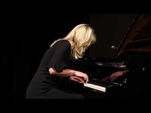 Heli Jakobson plays