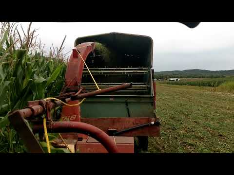 chopping corn silage 2017 day one! John Deere  New Holland