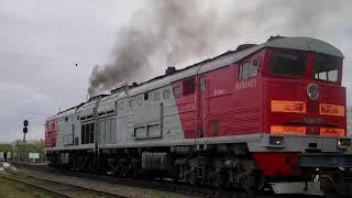 Dizel ta'mirlash uchun 2TE10MK-2171 tabriklar va yuk yetishib chiqdi + avtomobillar lokomotiv