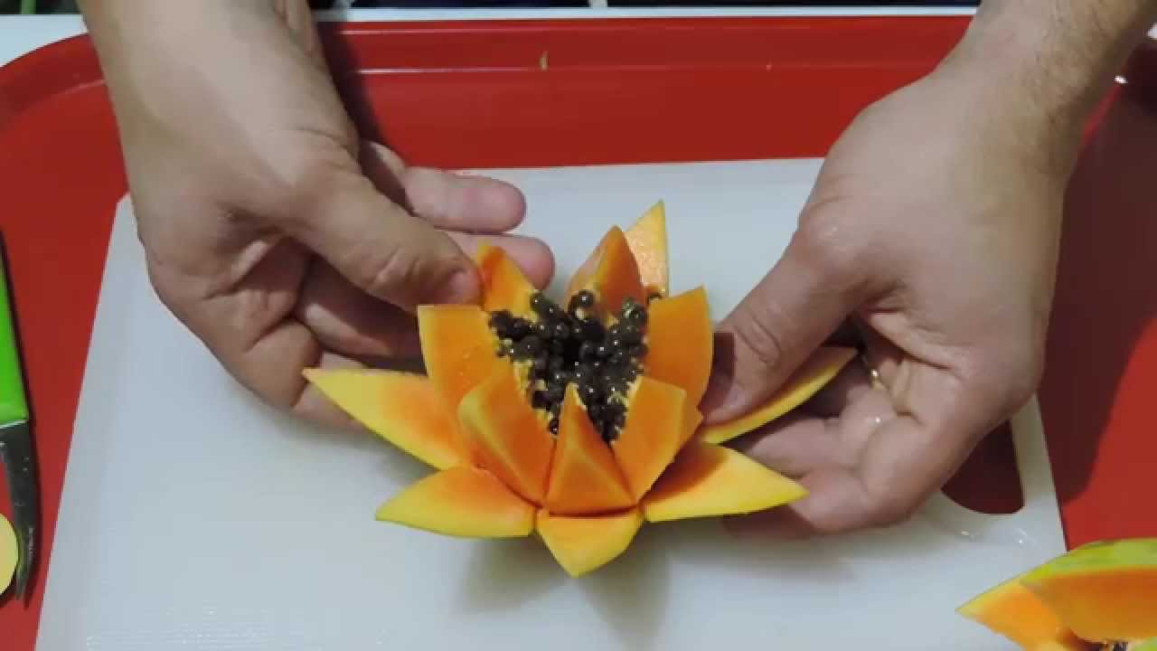 HOW TO MAKE A BEAUTIFUL FLOWER WITH PAPAIA By JPereira Art - Amazing artist carves beautiful designs paper