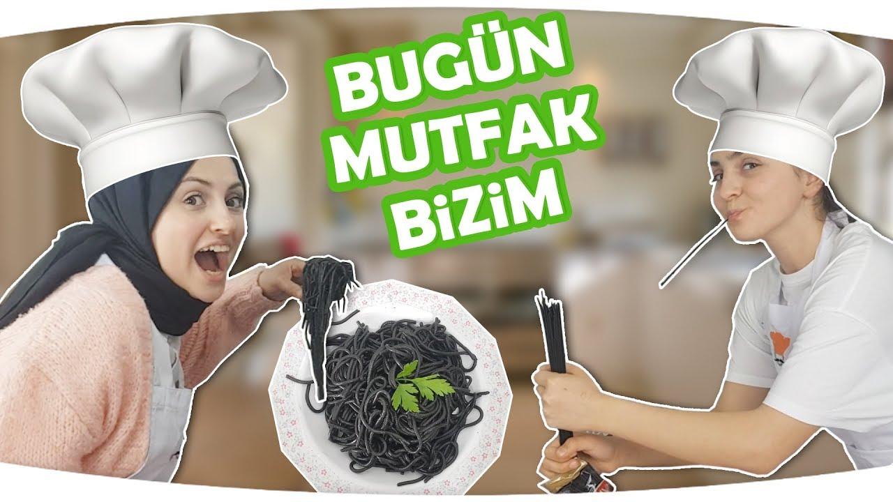 Öykü Wants to Black Noodle, Father feeds kid - Fun kids video