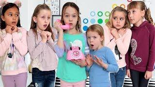 Друзі вирішують підказки у майстер іграшка номер втечу