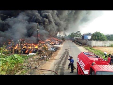 Kebakaran Tumpukan Ban Di Desa Tobat, Balaraja, Kabupaten Tangerang