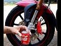 cómo brillar llantas de vehículos con Coca Cola