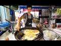 Street Food in Bangkok - Awesome PAD THAI and Instant Noodles on Petchaburi Soi 5!