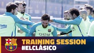 رياضة  فيديو.. لاعبو برشلونة يضربون ميسي وبيكيه في التدريبات