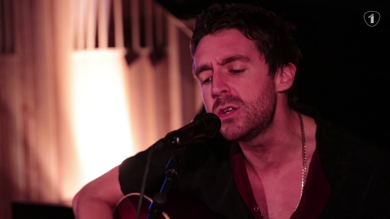 miles-kane-too-little-too-late-acoustic-vrtradio1