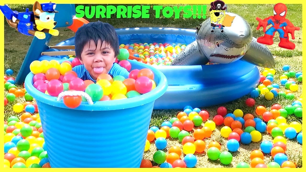 Surprise Toys Giant Ball Pit Fun Challenge Balls For