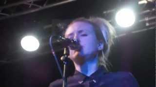 Leslie Clio - Island [live HD]
