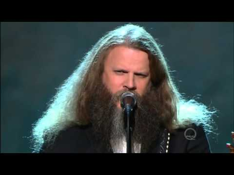 Jamey Johnson sings