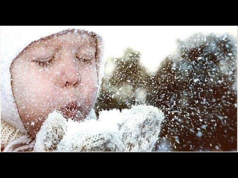 Хлыновская 15 - Очистка детской площадки от первого снега