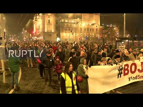 Serbia: Thousands rally as