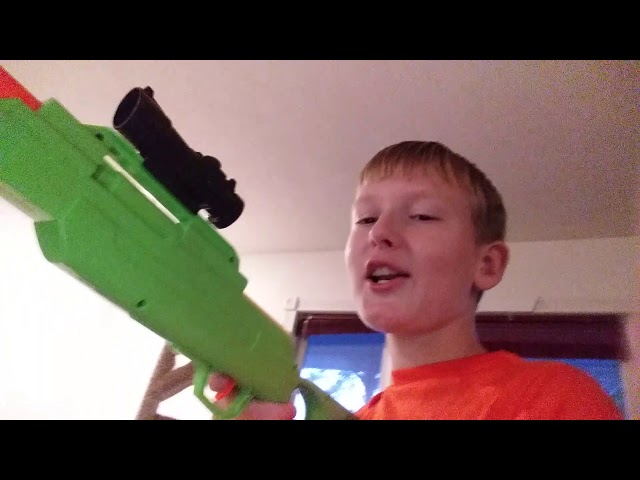 Cringe kid sings Gucci gang with gun