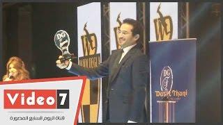 أحمد حلمى ومنى زكى يحصدون جوائز الأفضل بتصويت الجمهور فى حفل