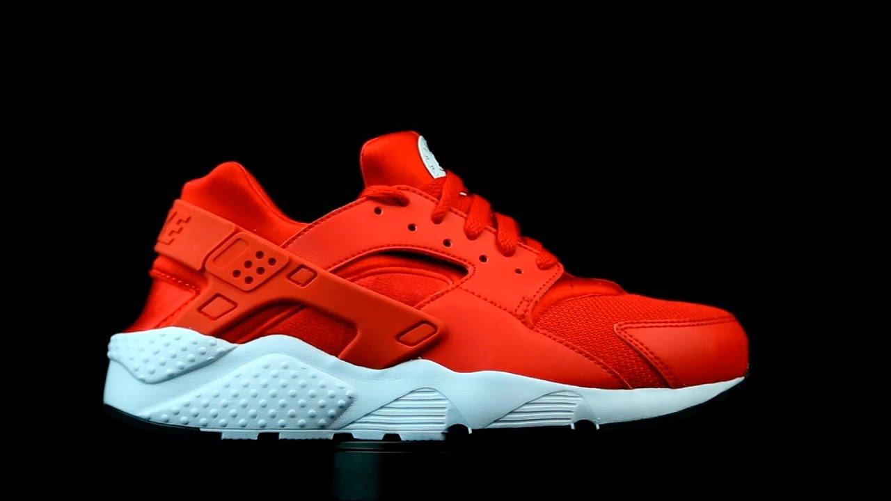 Nike Air Huarache Run en color rojo.
