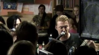 Queens of the Stone Age - Feel Good Hit of the Summer (Acoustic in Portland, 2005)